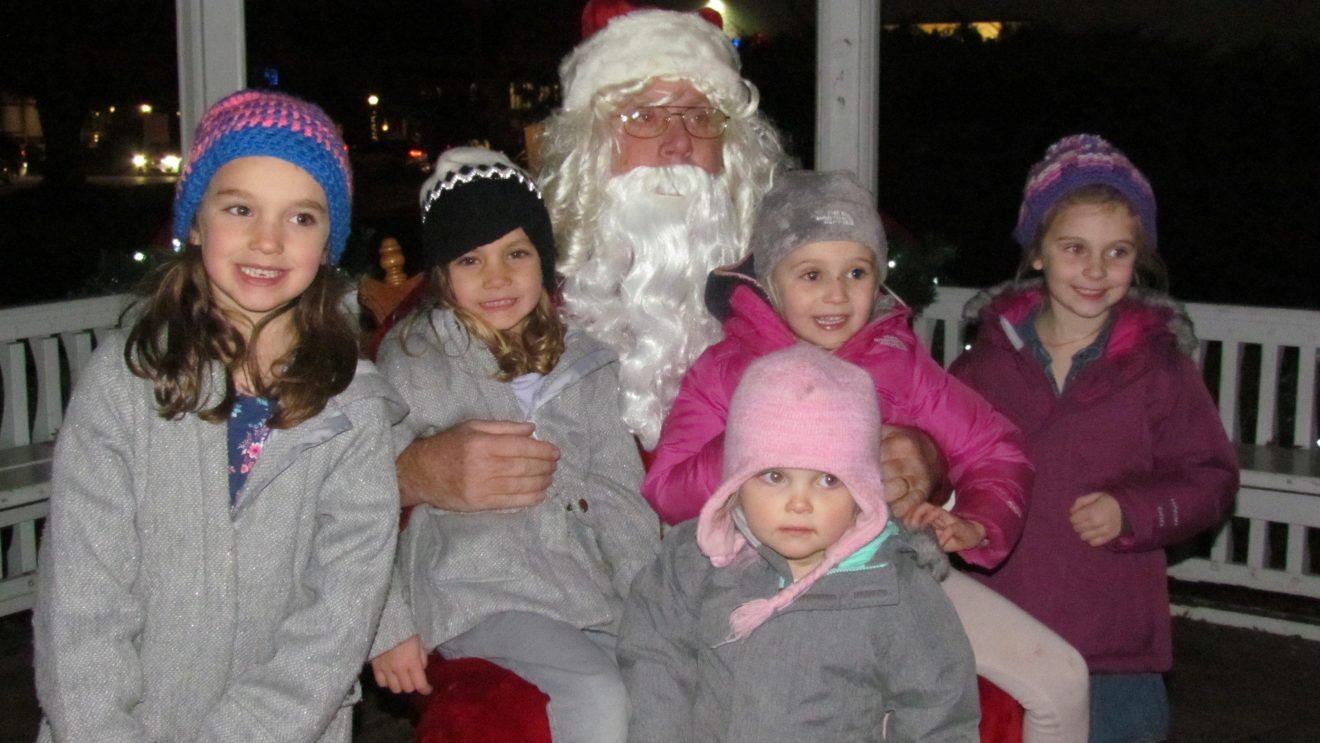 Town Officials and Chamber of Commerce Set Annual Holiday Stroll Details