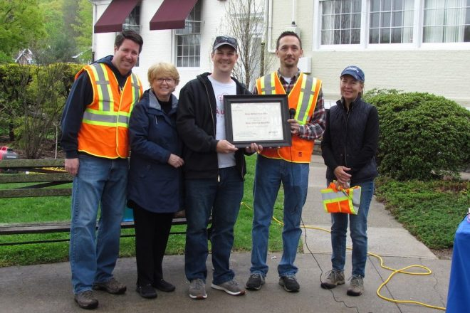 Wilton Recognized by Keep America Beautiful During Annual Town-Wide Cleanup [PHOTOS]