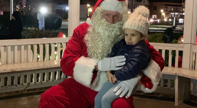 Wilton Center Came Alive with Spirit of the Season During 2019 Holiday Stroll [PHOTOS/VIDEO]